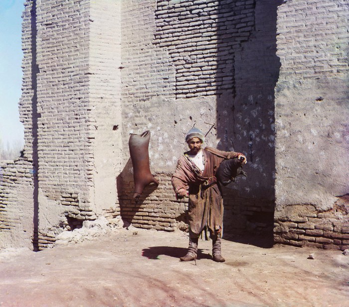 Водонос. Узбекистан, Самарканд, 1911 год.