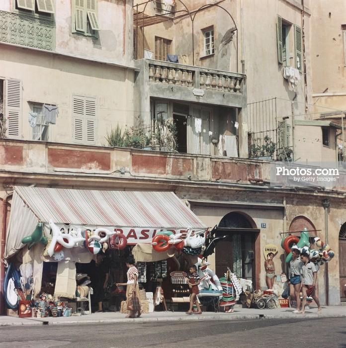 Курортная жизнь во французской Ментоне в 1957 году.