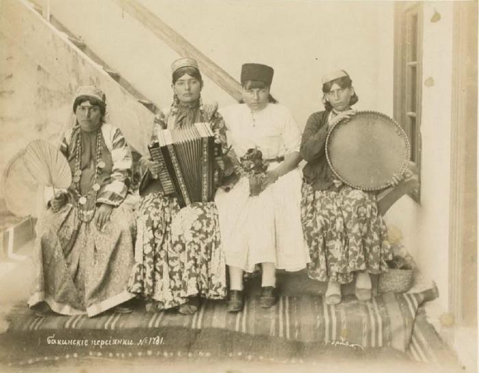 Группа бакинских персиянок. Кавказ, последняя четверть XIX века.