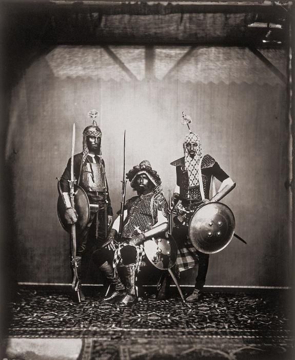 Махараджа с огромным удовольствием фотографировал своих придворных. Джайпур, примерно 1857 год.