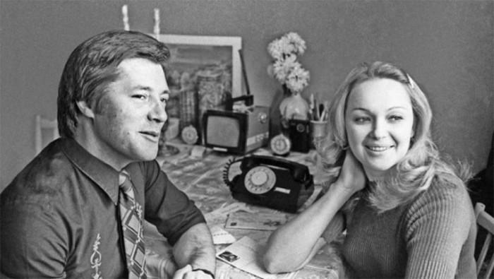 Актеры фильма Рожденная революцией Евгений Жариков и Наталья Гвоздикова удостоенные звания лауреатов Государственной премии СССР за 1978 год.