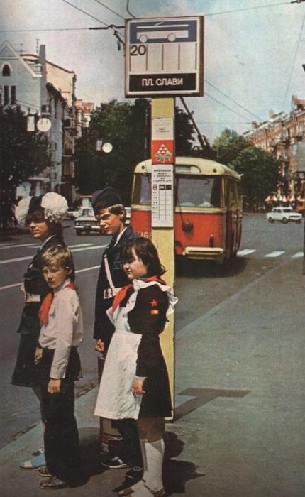 Пионеры на Площади Славы. СССР, Киев, 1987 год.