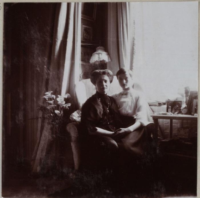 Императрица Александра с дочерью, великой княжной Татьяной.