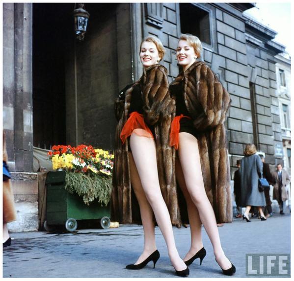 Танцовщицы-близняшки Алиса и Эллен Кесслер в 1958 году.