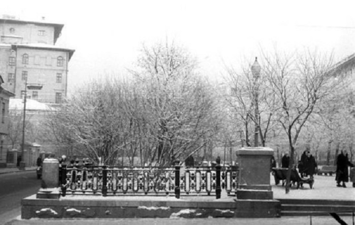 Никитский бульвар, 1959 году, до начала строительства туннеля под Арбатской площадью.