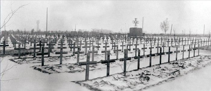 Это немецкое военное кладбище 1941-1944 годов находится под Новгородом Великим в деревне Пановка.