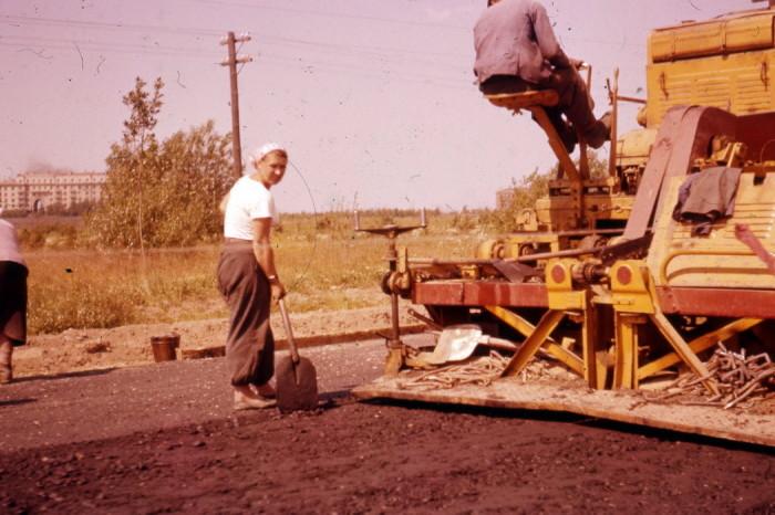 Советская технология укладки асфальта по ГОСТ в 1960-х годах.
