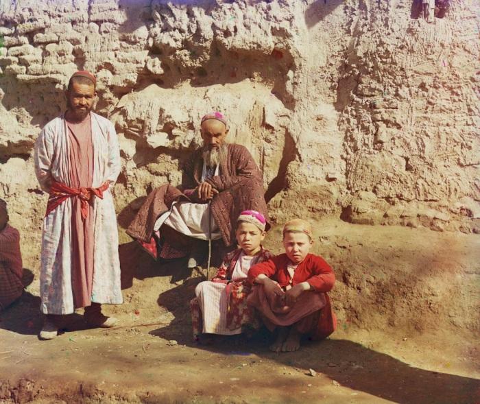 Местное население в одном из районов Самарканда в начале 20 века.