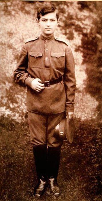 Наследник Цесаревич и Великий Князь, пятый ребёнок и единственный сын Николая II и Александры Фёдоровны.