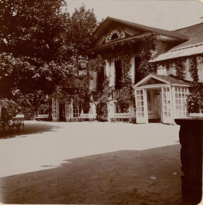 Вход в загородное поместье. Россия, село Талашкино, 1909 год.