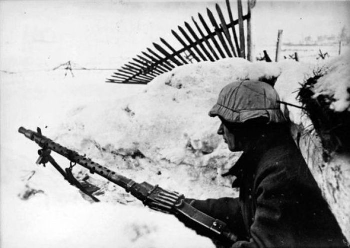 Немец в траншее в январь 1944-го.