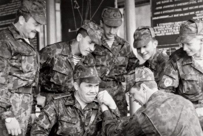 Командующий 14-й гвардейской общевойсковой армией РФ генерал-лейтенант А. В. Лебедь с подчиненными. Молдавия, Июль 1992 год.