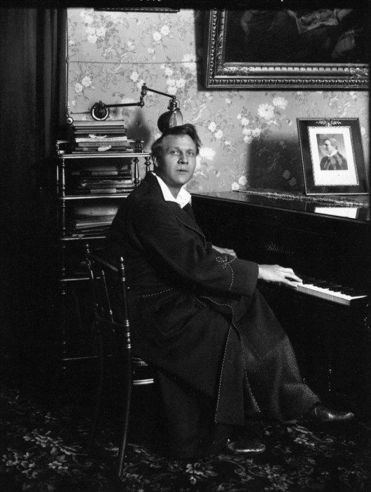 Русский оперный и камерный певец, в разное время солист Большого и Мариинского театров, а также театра Метрополитен Опера, первый народный артист Республики, в 1918-1921 годах - художественный руководитель Мариинского театра.