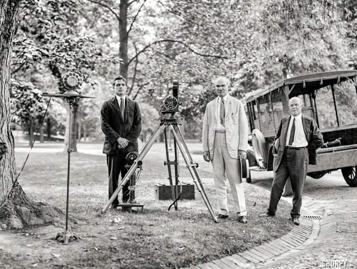 На съемках одного из первых коммерческих звуковых фильмов в 1924 году.