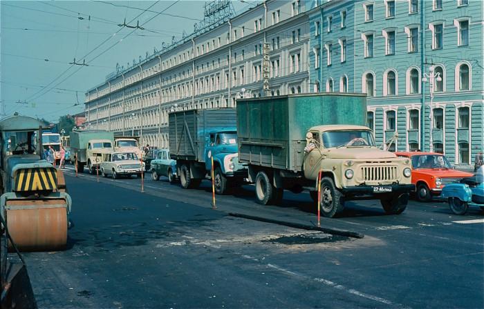 Плановый ремонт дороги. СССР, Ленинград, 1981 год.