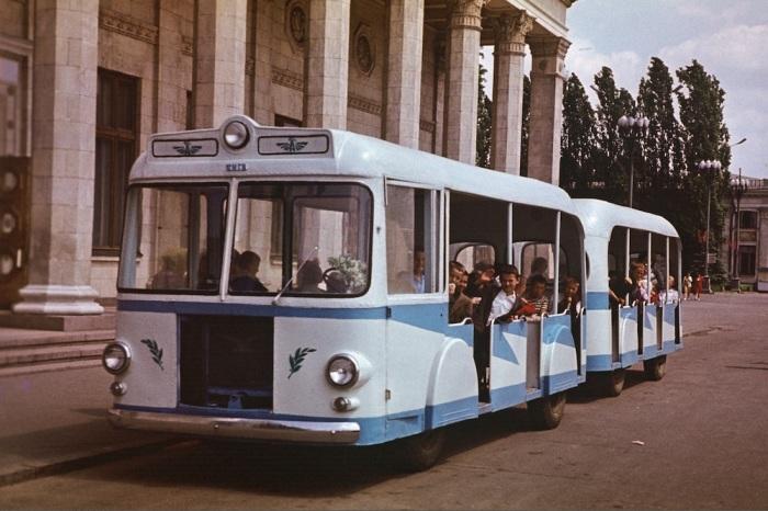 Автобусный поезд «Киев» на ВДНХ. СССР, Киев, 1988 год.