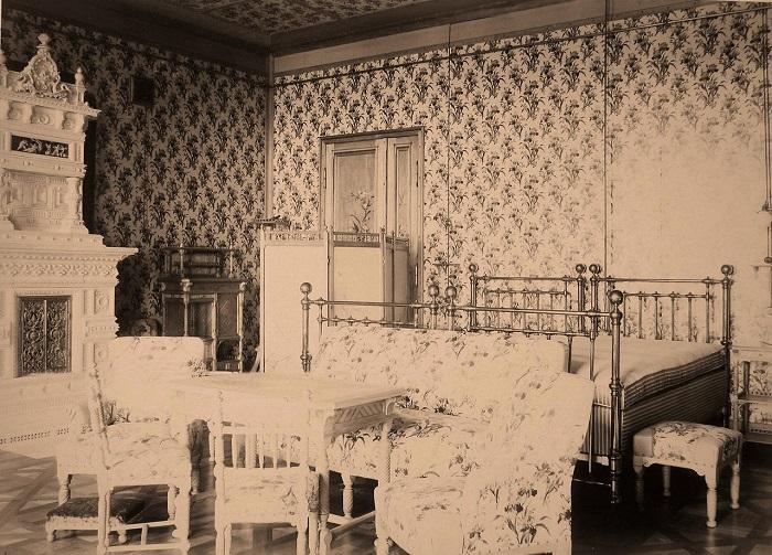 Часть спальни императора и императрицы. Беловежская пуща, императорский охотничий дворец, 1894 год.