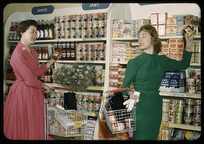 Магазинчик в австралийском Сиднее в 1957 году.