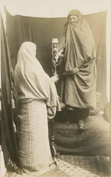 Татарка и персиянка в Баку. Кавказ, последняя четверть XIX века.