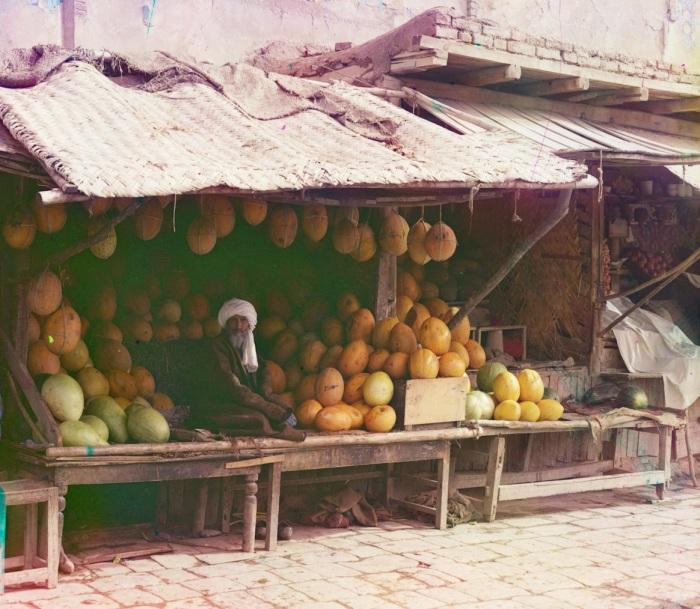 Торговец дынями. Самарканд, начало 20 века.