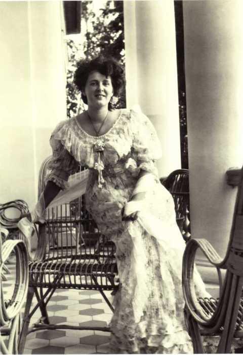 Варвара Морозова на террасе в усадьбе Одинцово-Архангельское в 1900-е годы.