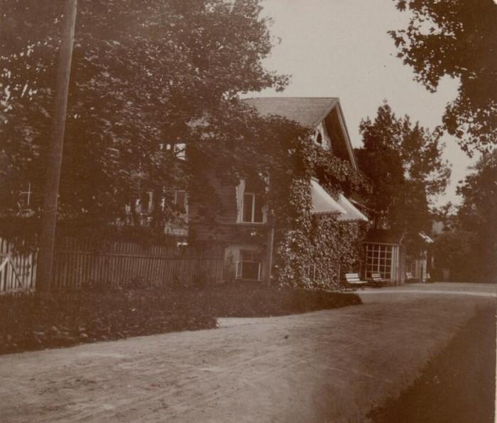 Основная подъездная дорога к поместью. Россия, село Талашкино, 1909 год.