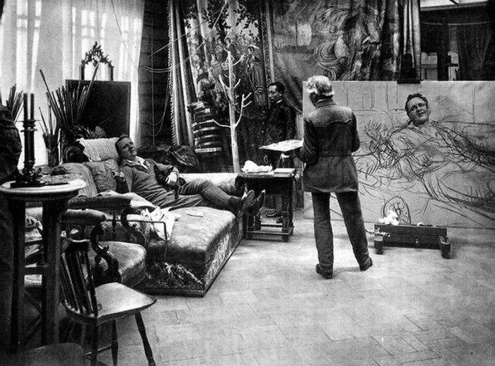 Илья Репин пишет портрет Фёдора Шаляпина.