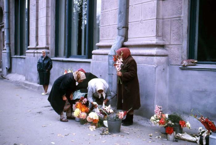 Продажа цветов. СССР, Новосибирск, 1969 год.