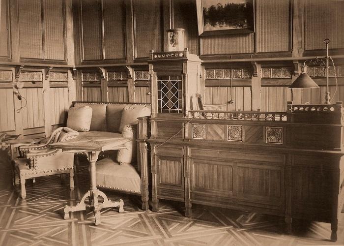 Часть кабинета наследника цесаревича. Беловежская пуща, императорский охотничий дворец, 1894 год.