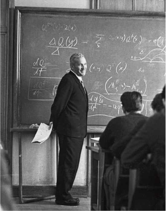 Советский математик, один из крупнейших математиков ХХ века. Колмогоров - один из основоположников современной теории вероятностей, им получены основополагающие результаты в топологии, геометрии, математической логике и классической механике.
