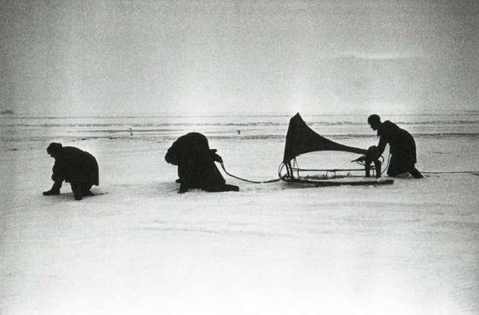 Советские пропагандисты перед боем. СССР, 1943 год.