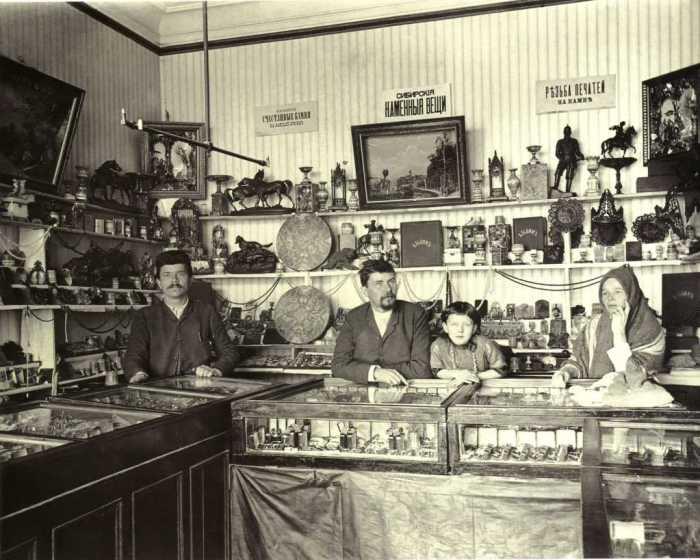 Лавка сувенирной продукции Базилева Москва в 1912 году. Фото: «П.Веденисов».