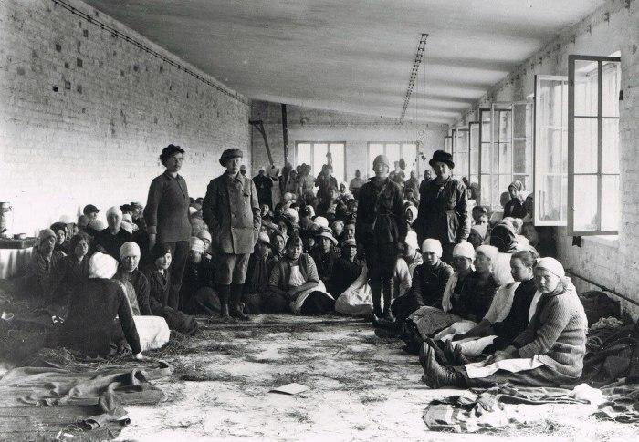 Женщины-солдаты Красной Гвардии в финском плену. Финляндия, 1918 год.