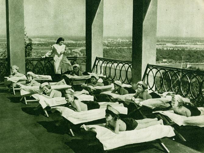 Воздушные ванны практиковались не только в санаториях, но и в детских садах.
