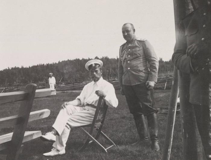 Император Николай II и флигель адъютант Грэйбб.