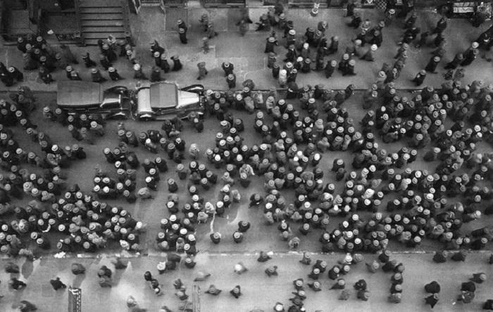 Вид на улицу в Нью-Йорке с высоты в 1939 году.