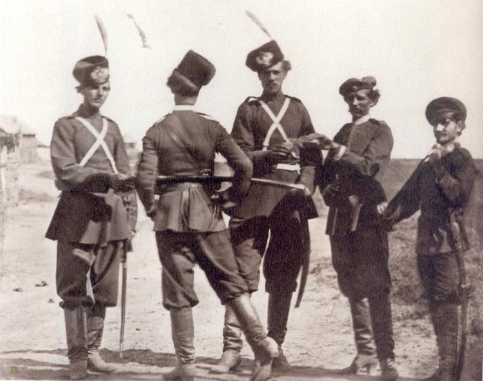 Казаки перед выходом на службу. Россия, 1876 год. Фото: Ivan Boldyrev.