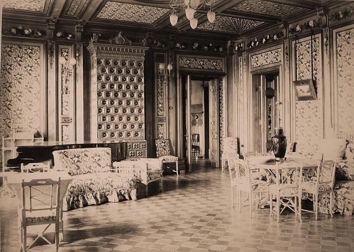 Гостиная в императорском охотничьем дворце. Беловежская пуща, 1894 год.