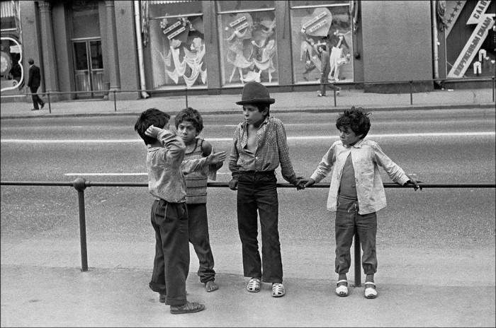 Маленькие цыгане на Воздвиженке в 1991 году.