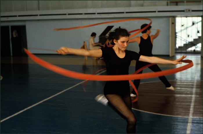 Тренировка в школе художественной гимнастики.