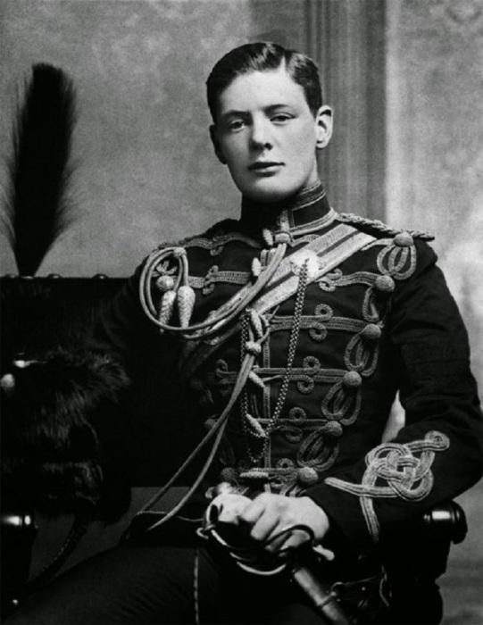Редкий портретный снимок молодого Уинстона Черчилля .