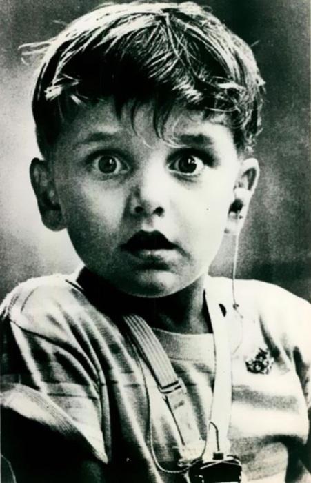 Гарольд Уиттлс - мальчик, который впервые в жизни услышал звуки благодаря современному слуховому аппарату.