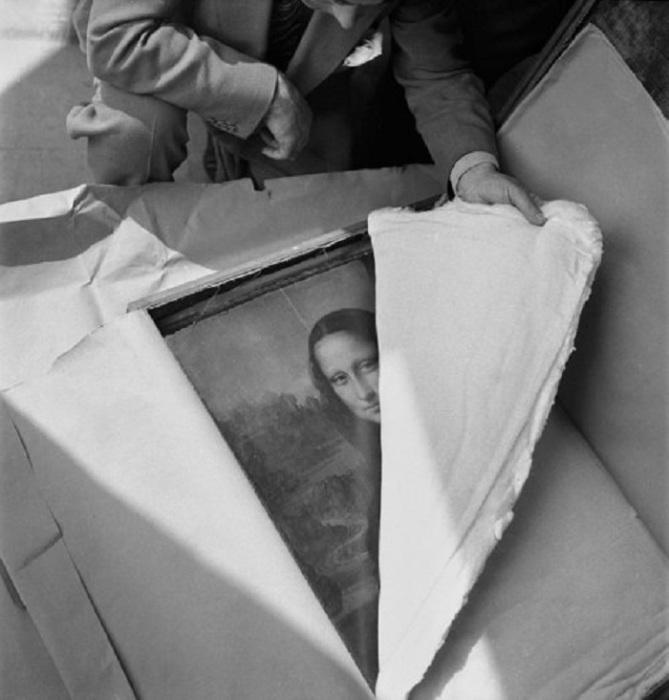 Возвращение картины Мона Лиза в Лувр после Второй мировой войны.