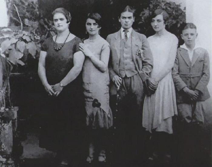 Фрида Кало в мужском костюме в 1924 году.