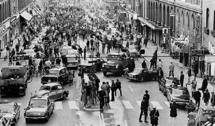 Аварии и пробки в одном из городов Швеции после перехода на правостороннее автомобильное движение в 1967 году.