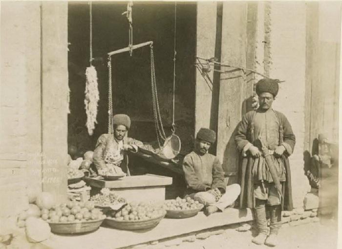 Продажа фруктов в Баку. Кавказ, последняя четверть XIX века.