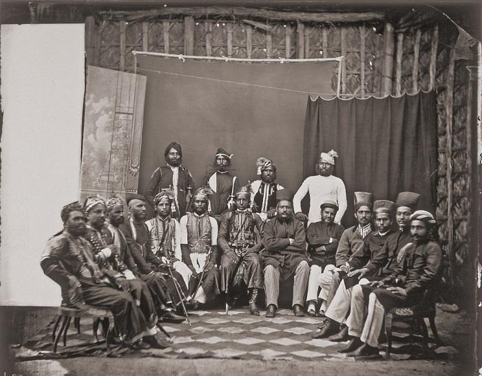 Групповое фото местной знати и почетных гостей королевского двора. Джайпур, примерно 1857 год.