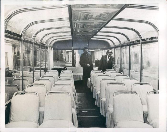 Это редкий советский троллейбус - он имеет панорамное остекление не только по бокам, но и на крыше. Изначально он предназначался для того чтобы возить посетителей ВСХВ по выставке, но потом стал возить пассажиров по улицам.