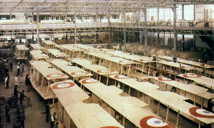 Сборка самолетов Фарман в Париже в 1917 году.