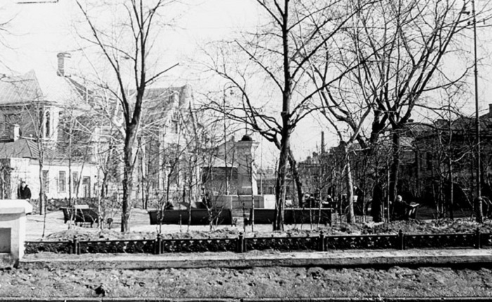 Площадь в Москве, уничтоженная в 1962 году при прокладке проспекта Калинина.